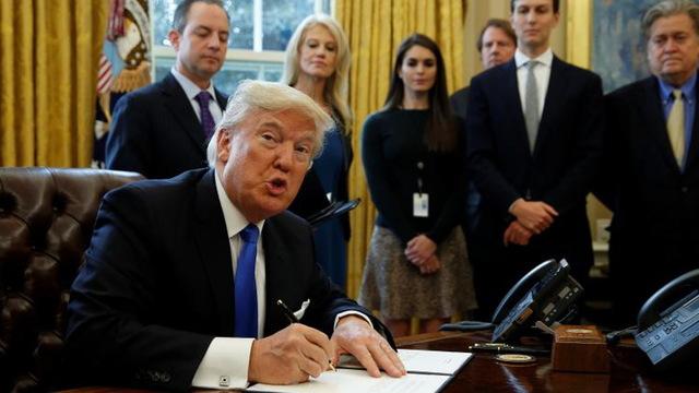 S03 trump signing1