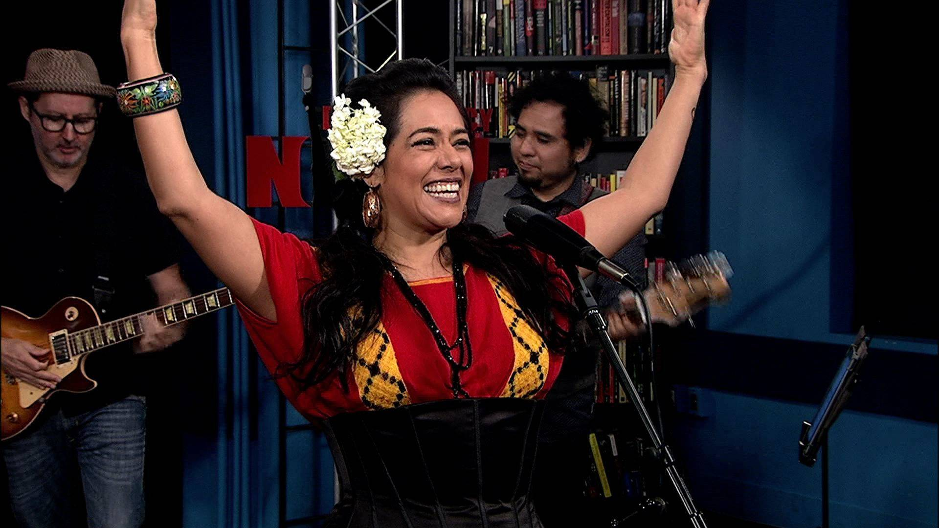 Liladowns performance closeup
