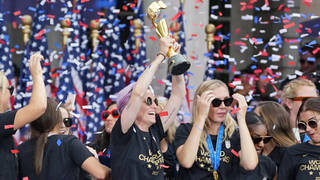 H15 us womens soccer team uswnt nyc parade city hall celebration equal pay