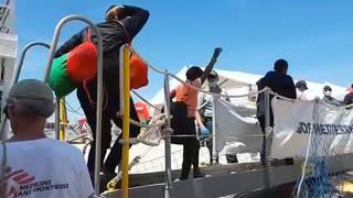 H7 refugees disembark spain