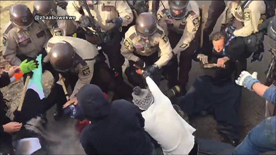 H01 dapl police raid camp