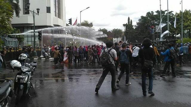 H15 west papua protest