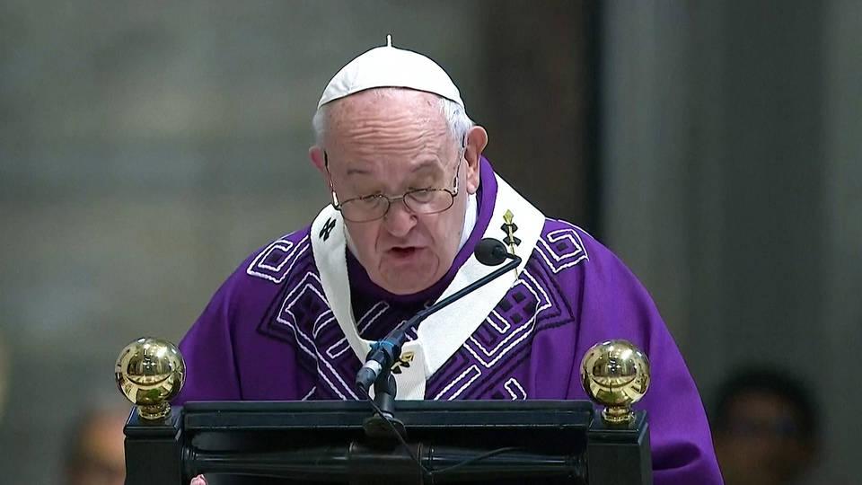 H11 pope condemns virus consumerism black friday protests extinction rebellion herald square manhattan