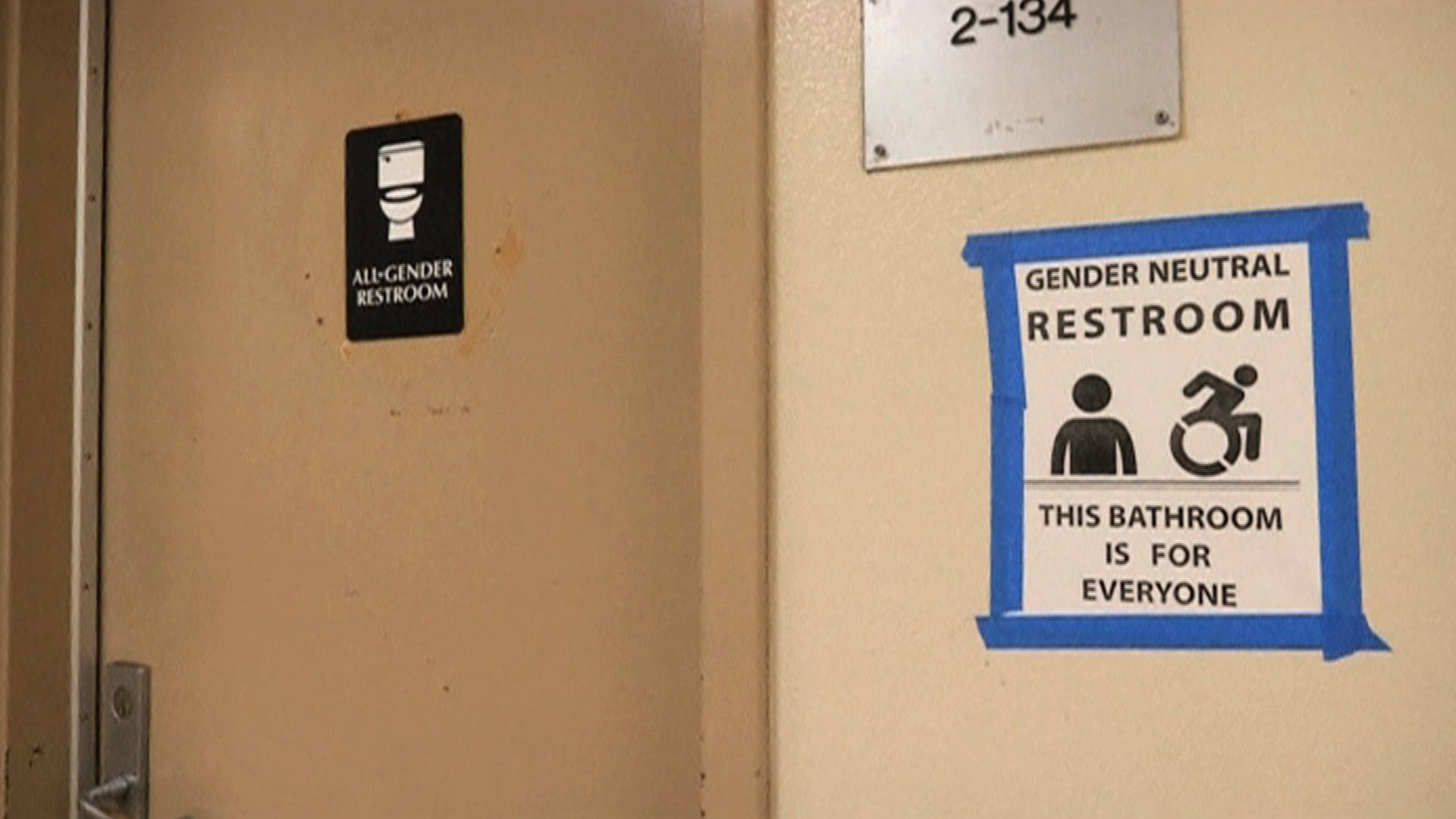 California lawmakers advance bill for gender neutral restrooms democracy now for Transgender bathroom laws by state
