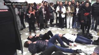 H13 guggenheim sackler protest