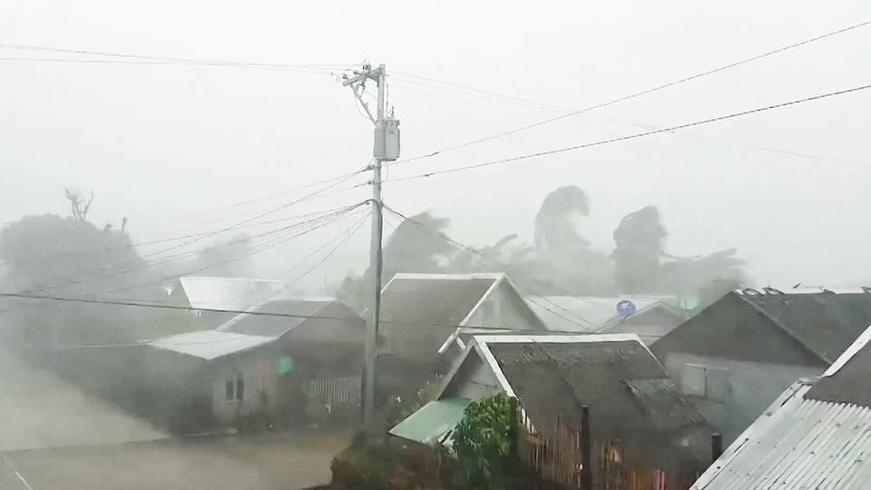 H5 philippines half million people forced evacuate powerful typhoon kammuri archipelago manila landslides
