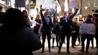 h09 polanski protest
