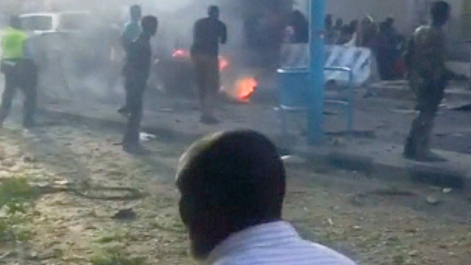 At least 14 killed in blast outside Somali hotel