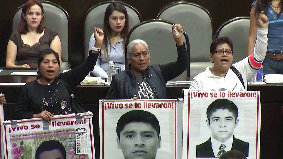 H16 mexico city ayotzinapa relatives mass kidnapping students