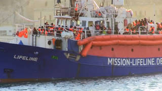 H6 migrant ship docks malta