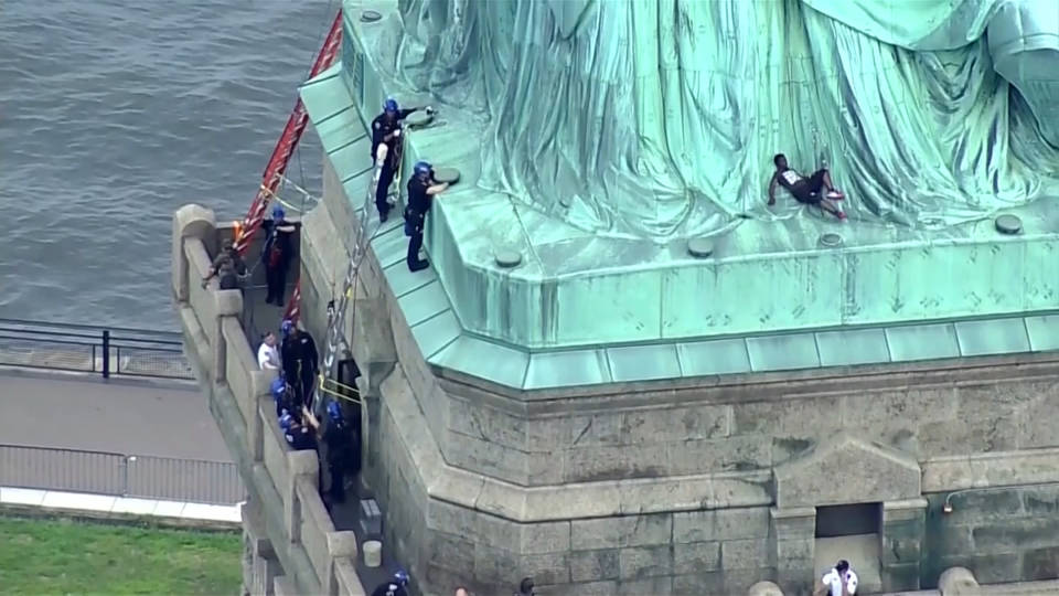 H6 statue of liberty protest