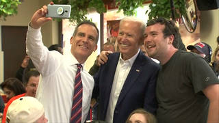 H13 joe biden takes selfie campaign trail