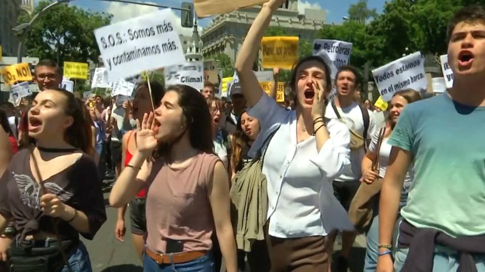 H16 global strike climate change students walkout greta thunberg