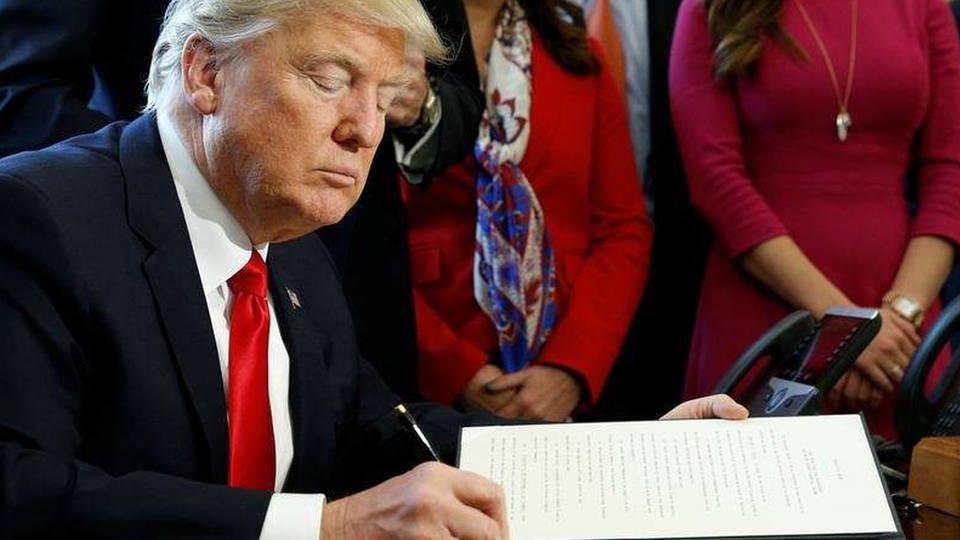 H02 trump signs