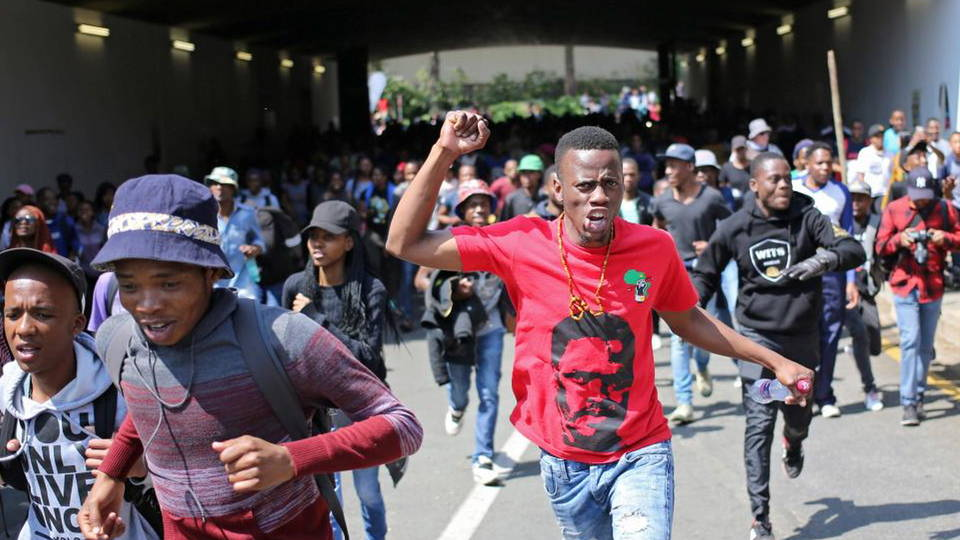 H5 johannesburg students protest tear gas