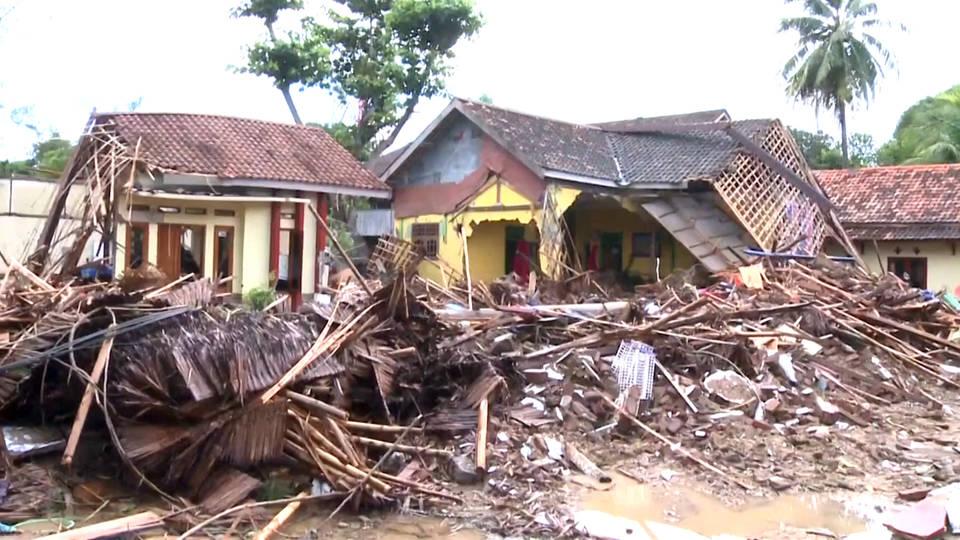 H indonesia landslide destruction