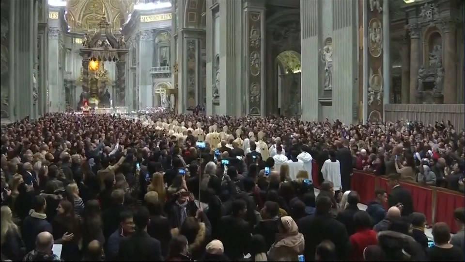 H18 pope christmas mass