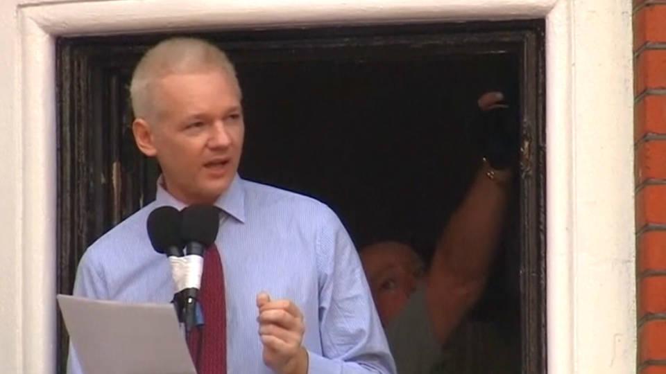 h04 assange warrant
