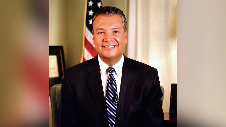 Alex Padilla replaces Kamala Harris, becomes California's first Latino US senator