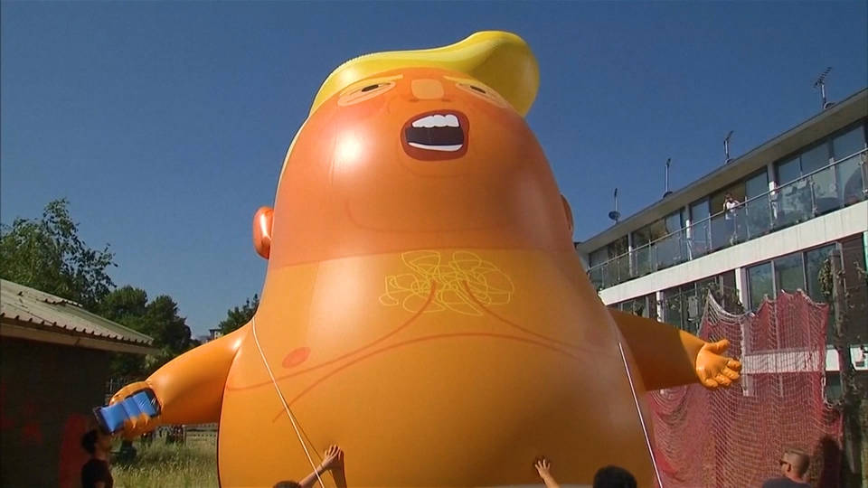 H17 trump blimp uk