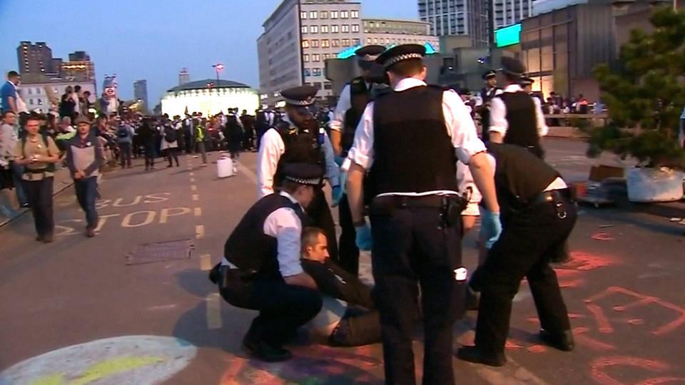 H15 extinction rebellion arrests london die in