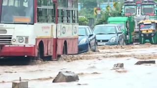 H2 india floods kill hundreds
