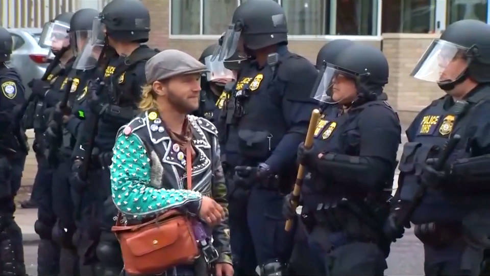 H4 federal police evict occupy ice portland