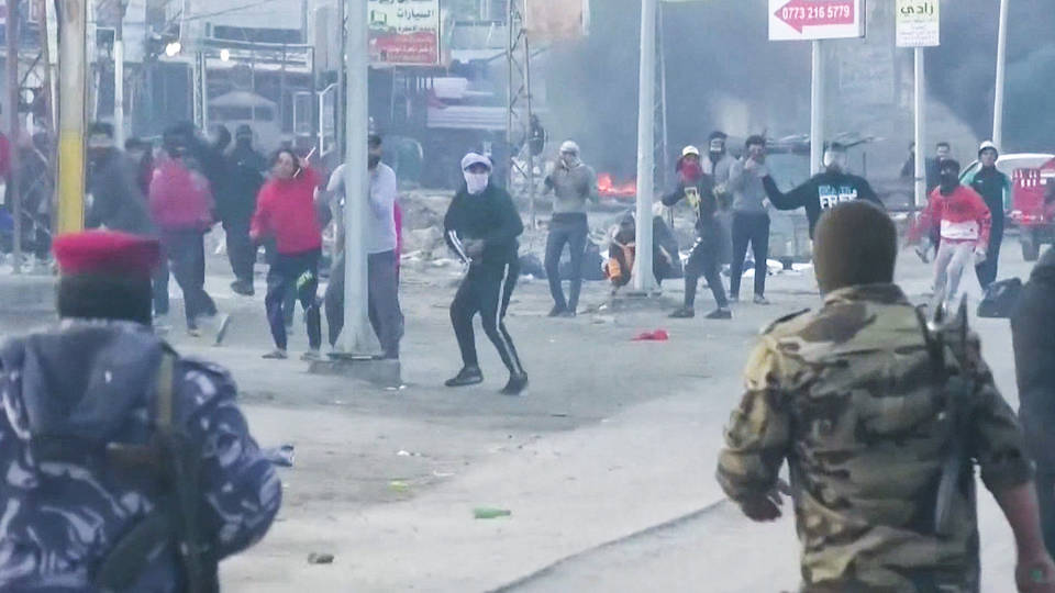 H8 iraqi security forces kill 13 protestors amid anti government demonstrations