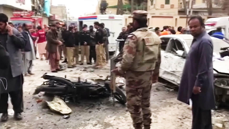 H5 pakistan suicide bomb kills at least 8 at religious rally