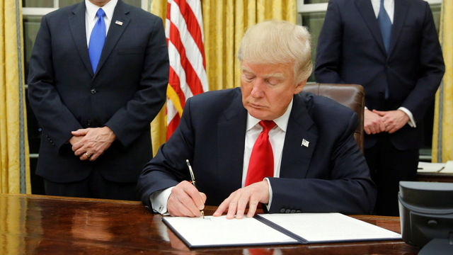 H01 trump signs