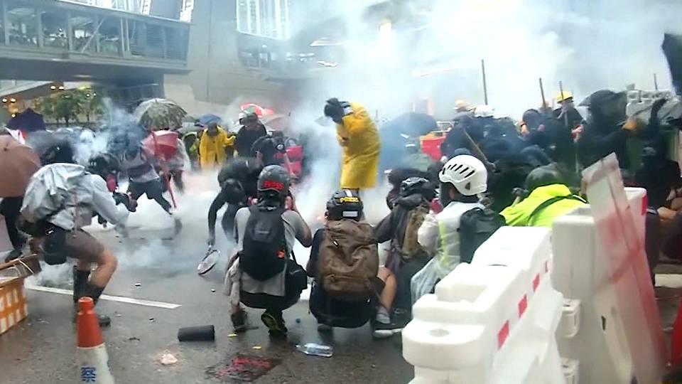 H5 hong kong protests police democracy water cannons warning shots arrests china military baltic way