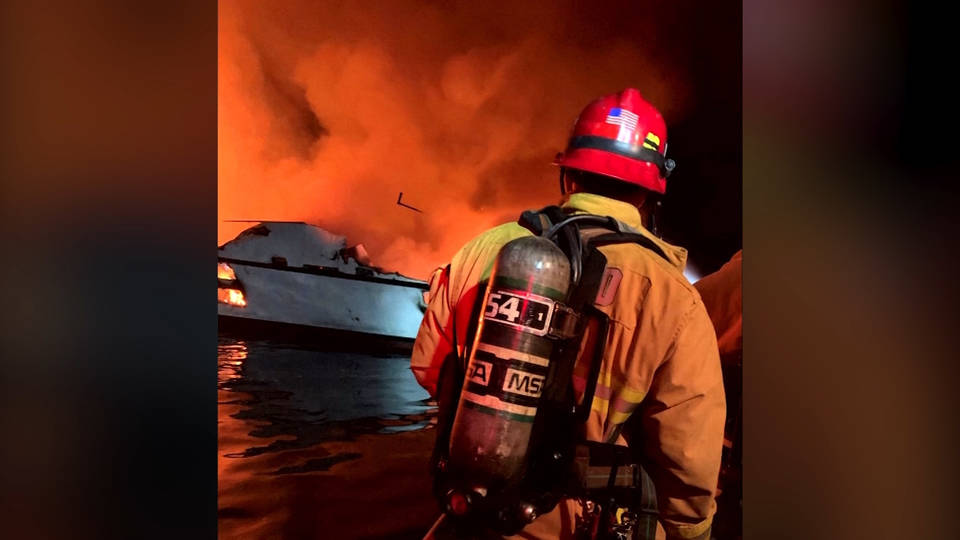 H13 25 feared dead after santa cruz boat fire0