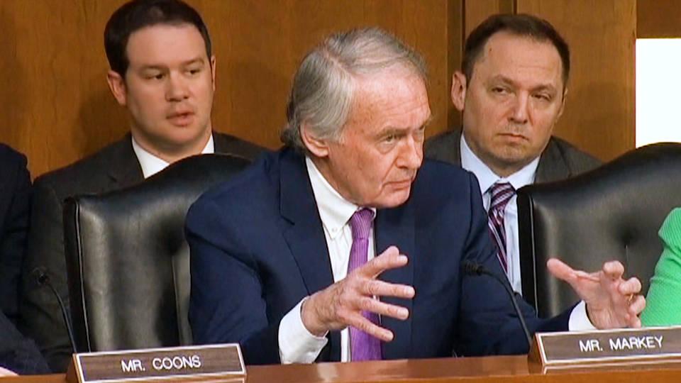 Senators scrutinize web-scraping facial recognition startup