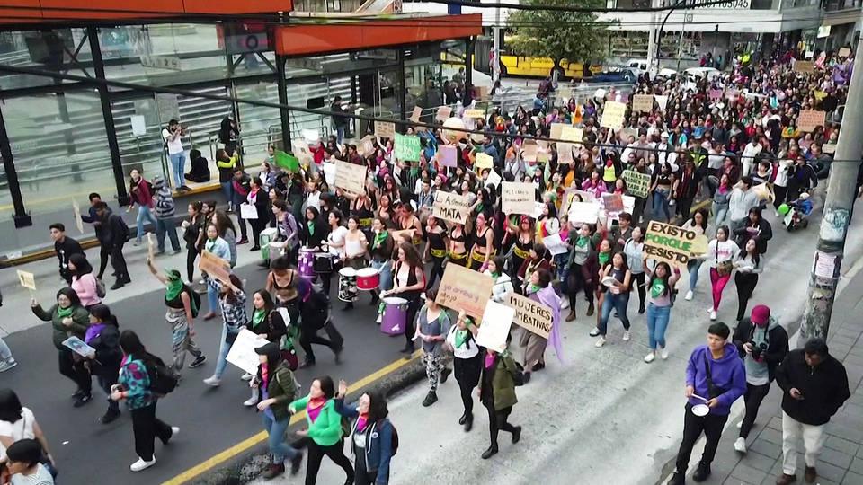 H8 global protests mark international day elimination violence against women spain turkey ecuador