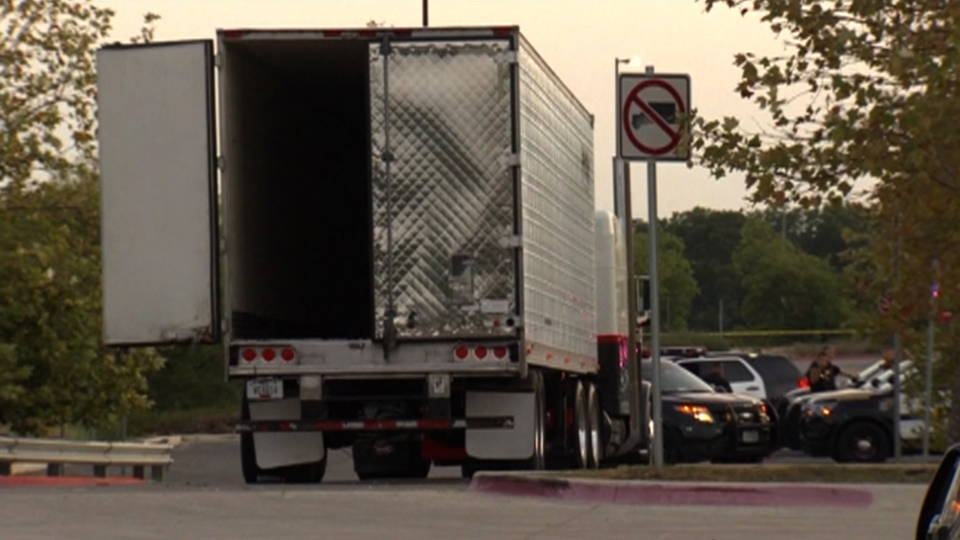 06 migrants truck