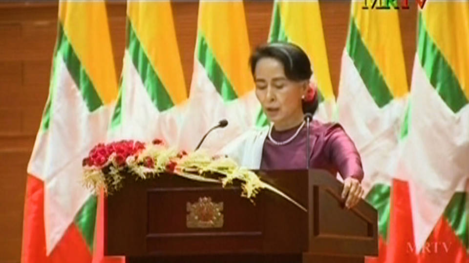H11 nobel winner suu kyi criticized