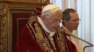 Pope razinger resigns