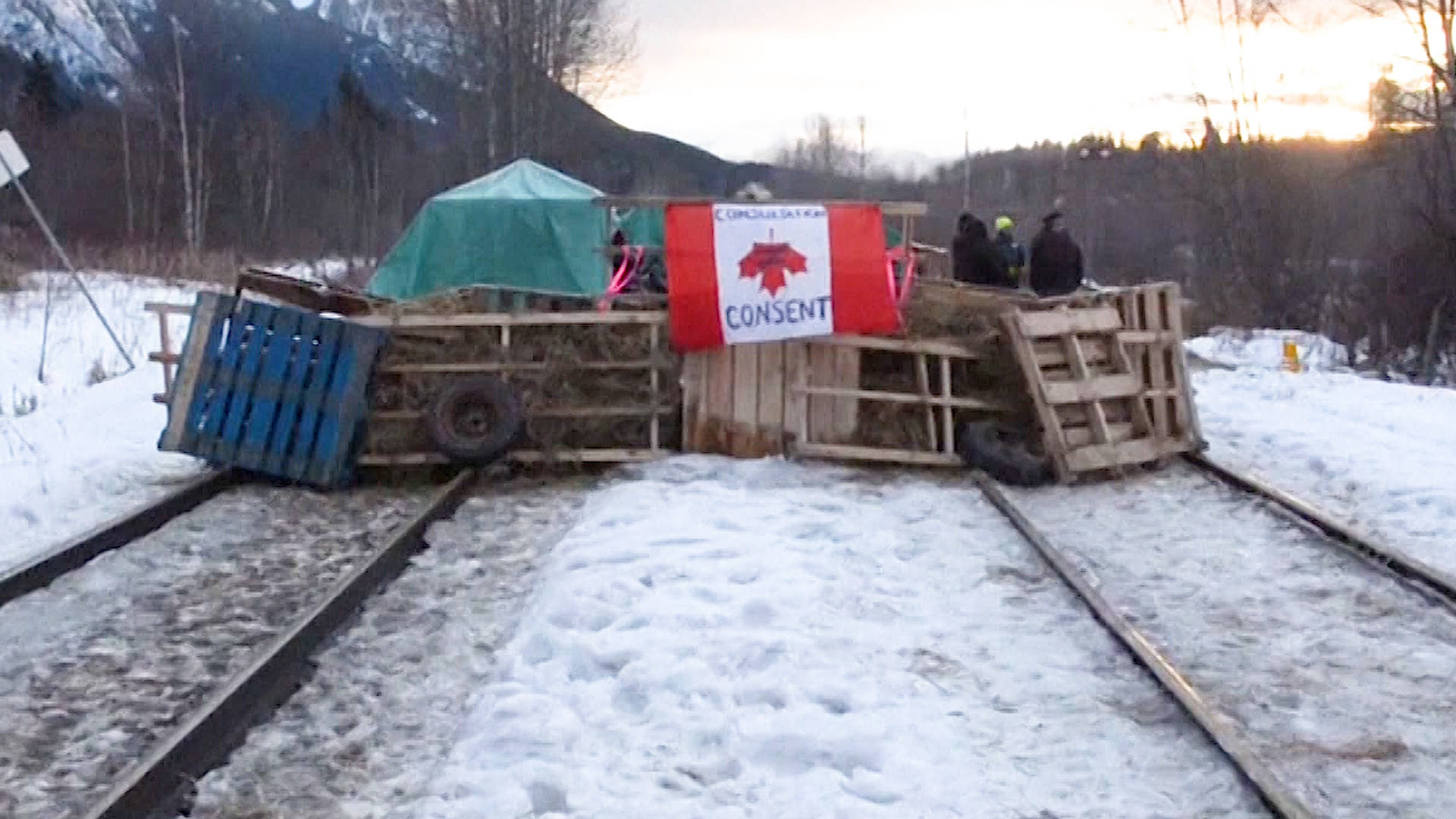 The Wet'suwet'en Fight Against New Pipeline Spreads Across Canada With Blockades & Occupations