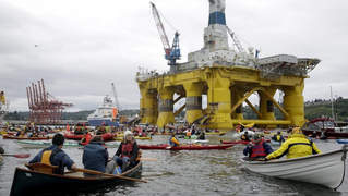 Seattle-kayak-shell-no-protest-1