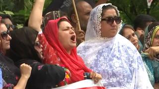 Seg1 kashmir protesters 3