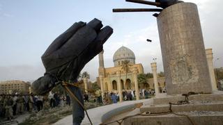 Hussein statue falls