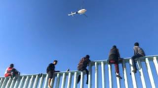 Seg migrantsclimbingwall