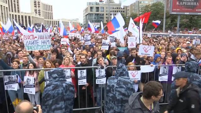 Seg3 russia protest wide