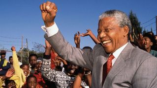 Mandela_fist_up