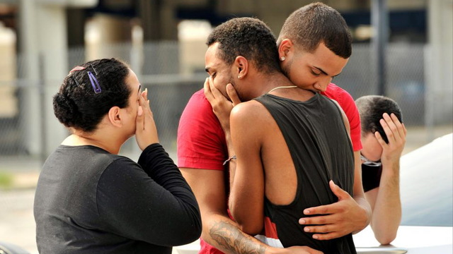 Orlando mourners2