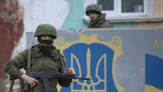 Russian soldiers in crimea01