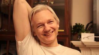 S2 assange grin