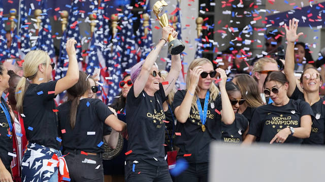 Seg2 uswnt celebration city hall
