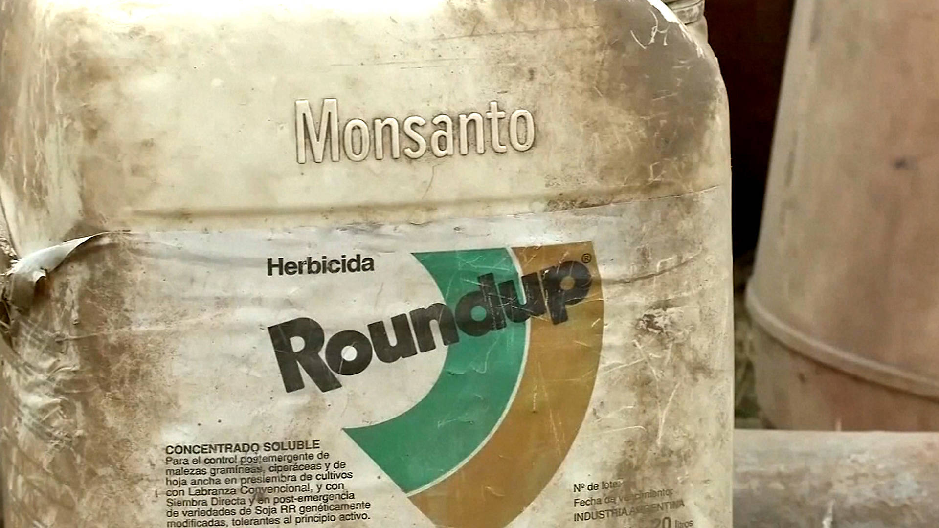 photo image As EPA Insists Weed Killer Roundup is Safe, a Jury Orders Monsanto to Pay $2B to Couple With Cancer