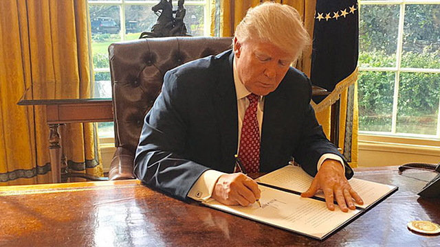 S1 trump signs wh photo